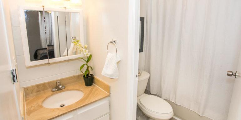 2845 Waialae Ave Unit 113-large-011-2-Bathroom-1500x1000-72dpi