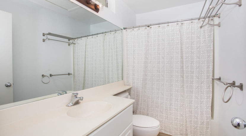 91244 Leleoi Pl Unit 22 Ewa-large-021-11-Upstairs Bathroom-1500x1000-72dpi