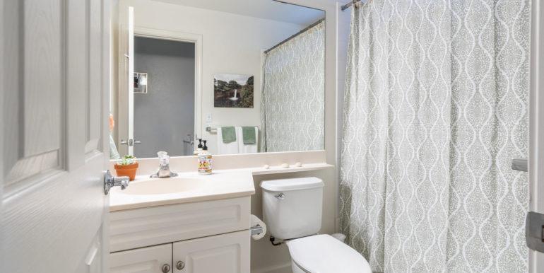 871014 Ahekai St Waianae HI-large-018-18-Bathroom-1500x1000-72dpi