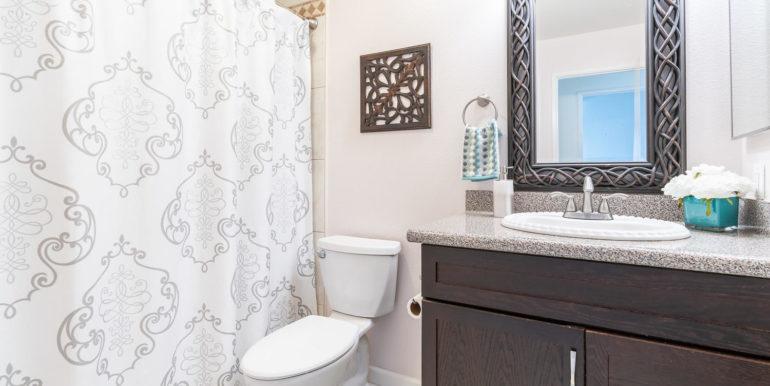 91919 Laaulu St Unit 2B Ewa-large-013-14-Bathroom-1500x1000-72dpi