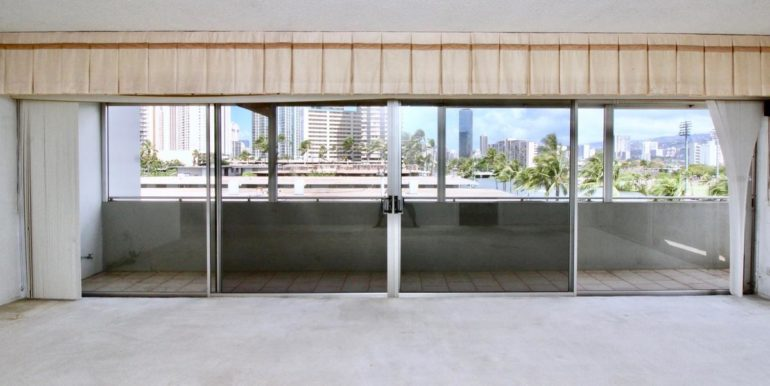 2015 Ala Wai Blvd 5C-007-32-Living Room-MLS_Size
