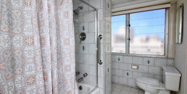 2015 Ala Wai Blvd 5C-030-27-Bathroom-MLS_Size