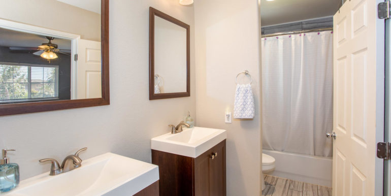 911033 Maulihiwa St Kapolei HI-large-016-21-Master Bathroom-1500x1000-72dpi