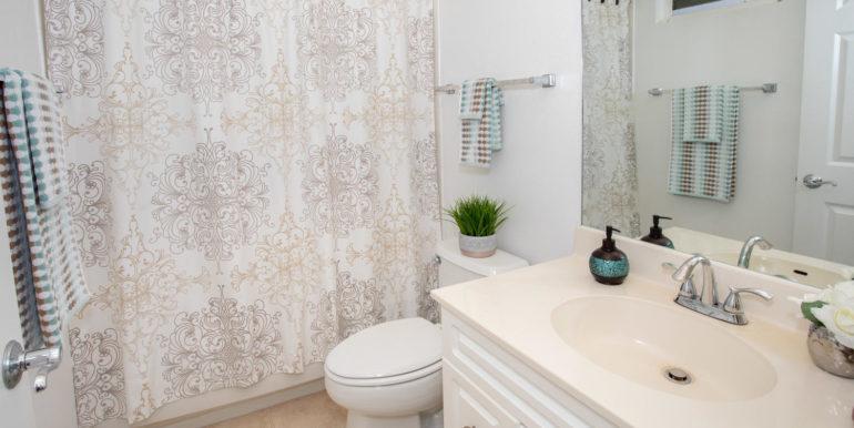 927049 Elele St Unit UNIT 40-large-024-24-Upstairs Bathroom-1500x1000-72dpi