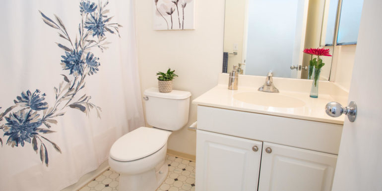 911040 Komoaina St Ewa Beach-large-020-010-Upstairs Bathroom-1500x1000-72dpi