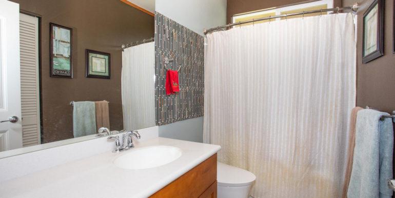 1297 Kukulu St Kapolei HI-large-012-010-Main Bathroom-1500x1000-72dpi
