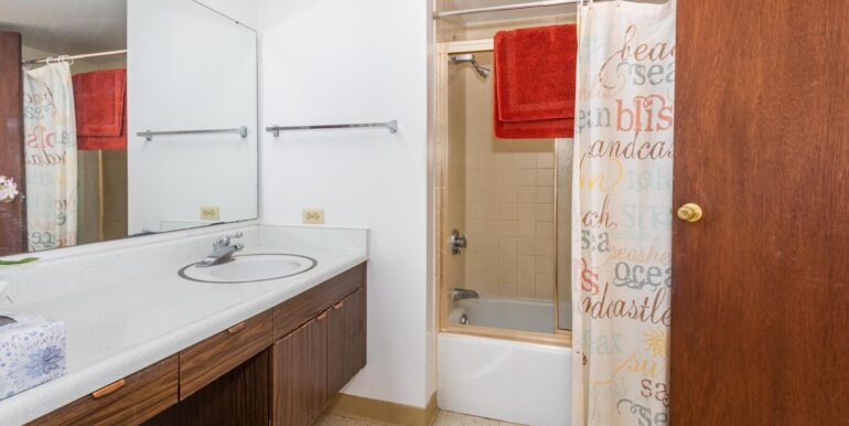84770 Kili Dr Unit APT 435-large-019-004-Bathroom-1500x1000-72dpi