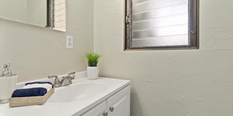 Kaonohi St 352 Aiea HI 96701 USA-008-013-Half Bathroom-MLS_Size